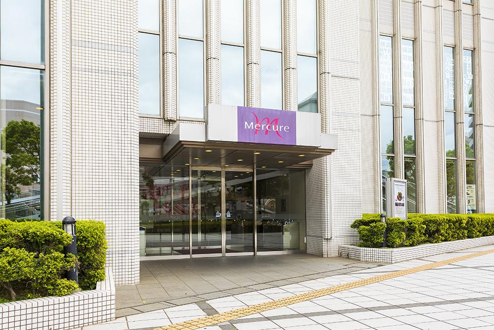 メルキュールホテル横須賀ロビーラウンジシャンゼリゼ